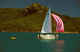 Boating in the Whitsundays - 100 Magic Miles100 Magic Miles